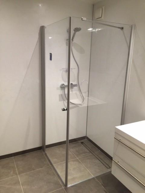 zweiteiliges Mobilheim Kunde 9,00 x 13,00 m Badezimmer mit bodengleicher Dusche